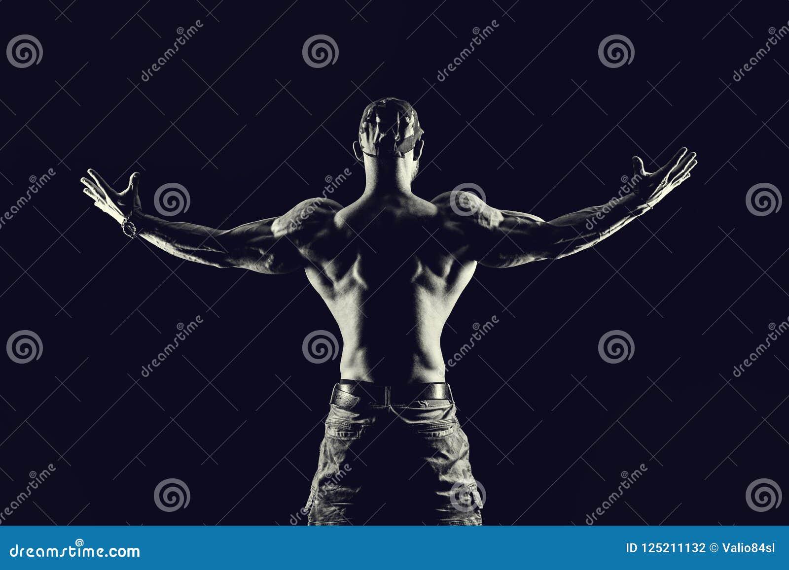 Bodybuildingkonditionbegrepp man starkt Färdig och sund muscul
