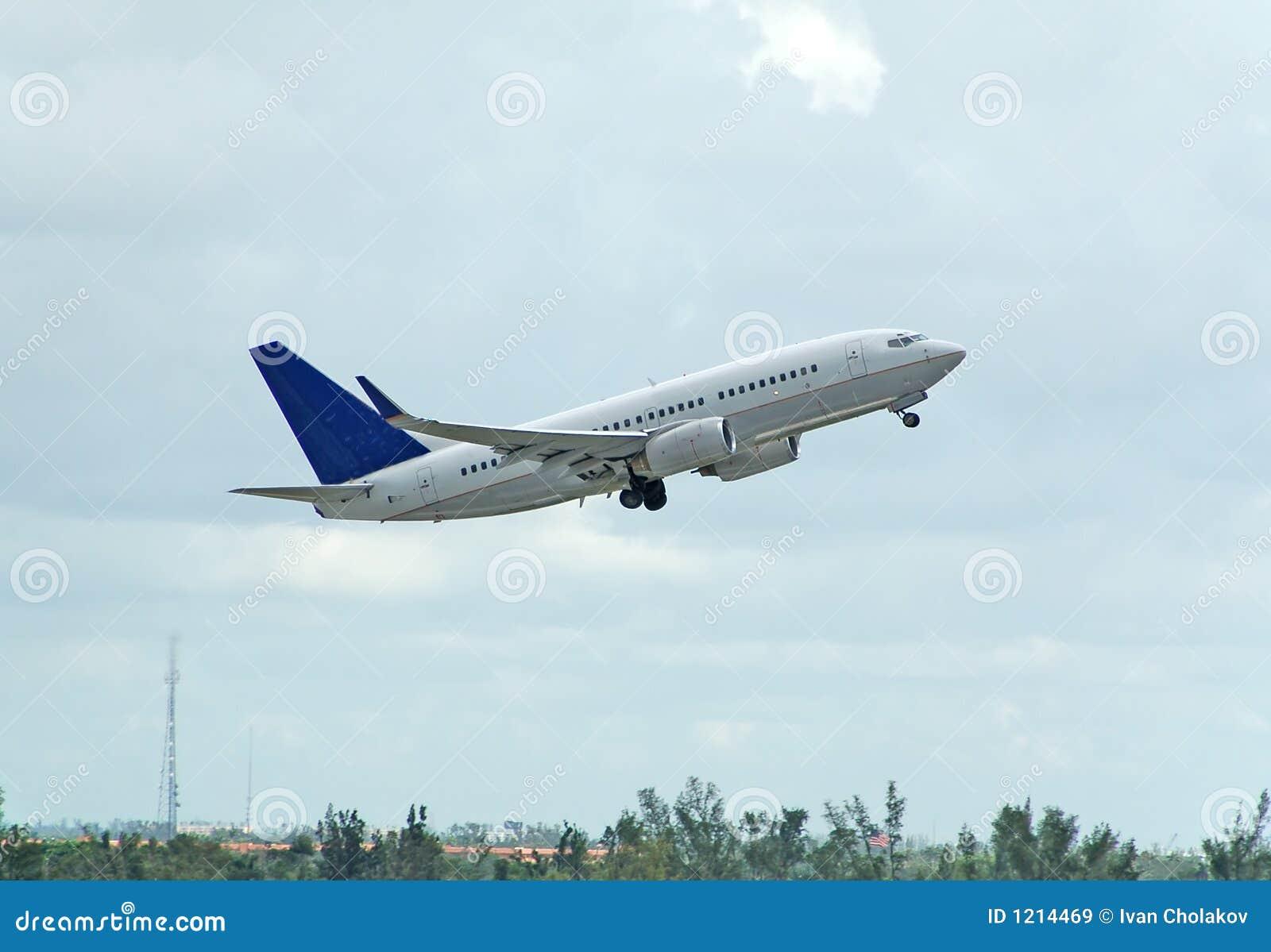 Boeing 737 Passenger Jet Takeoff Royalty Free Stock Images - Image ...