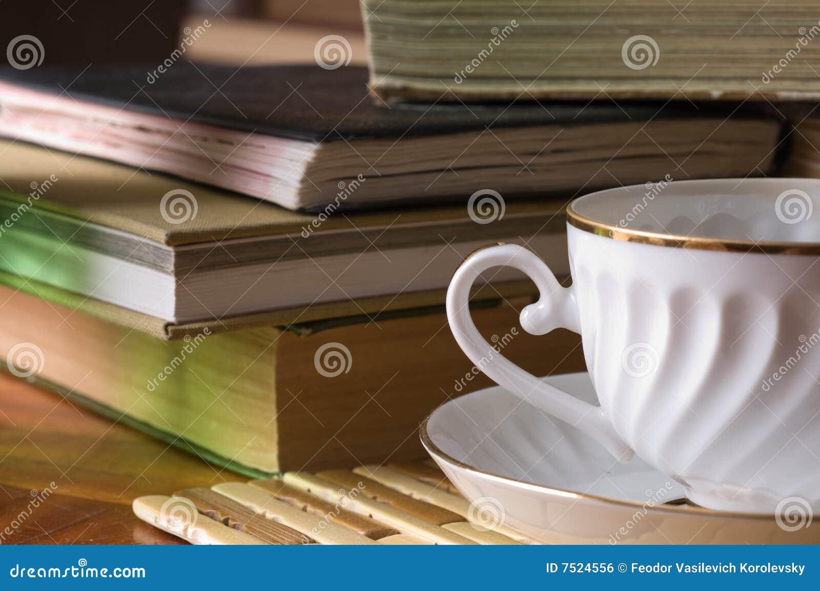 Boeken en een kop voor thee.