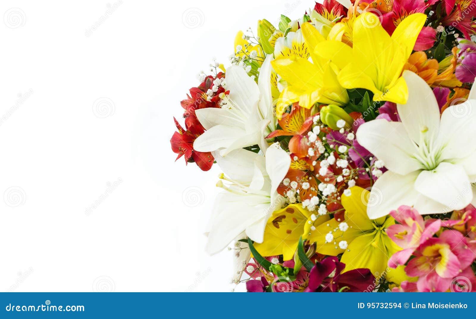Boeket van bloemen op witte achtergrond De ruimte van het exemplaar Prentbriefkaar met plaats voor gelukwensen