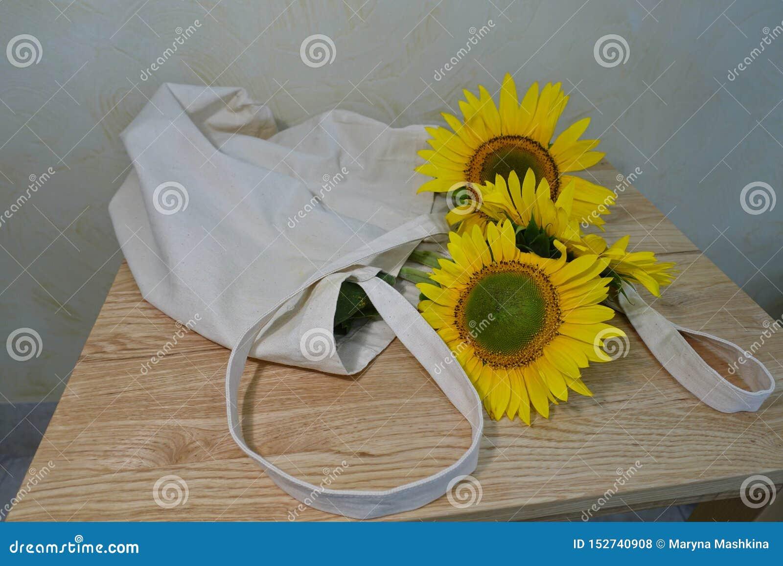 Boeket van zonnebloemen in een vaas