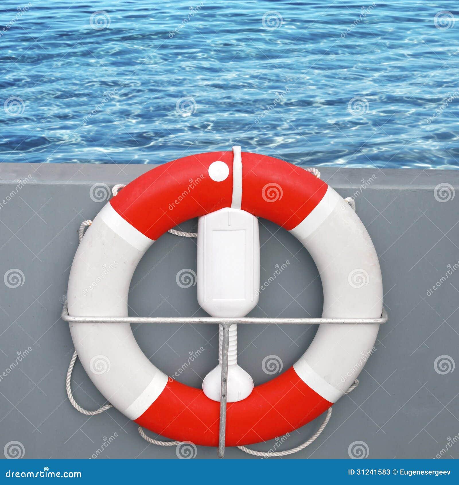 Boia Salva vidas Vermelho E Branco Com Corda Fotos de Stock Imagem  #B52116 1300 1390