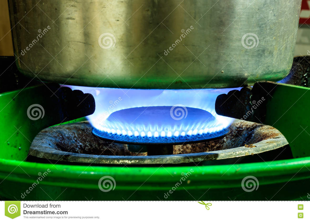 Boil water on gas