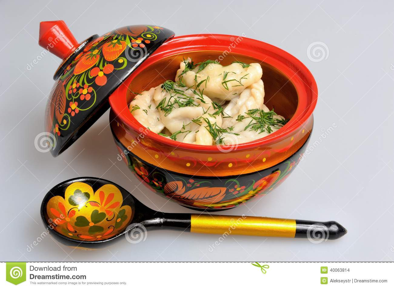 Boiled pelmeni in khokhloma painted russian wooden dishes for Cuisine wooden