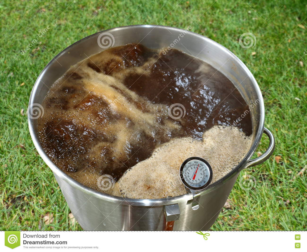 Boiling Wort Outdoors for Home Brewed Brown Ale