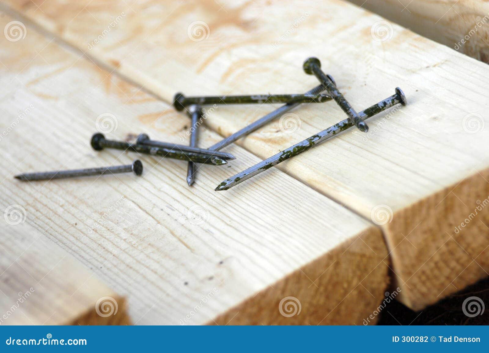 bois de charpente et clous photographie stock image 300282. Black Bedroom Furniture Sets. Home Design Ideas