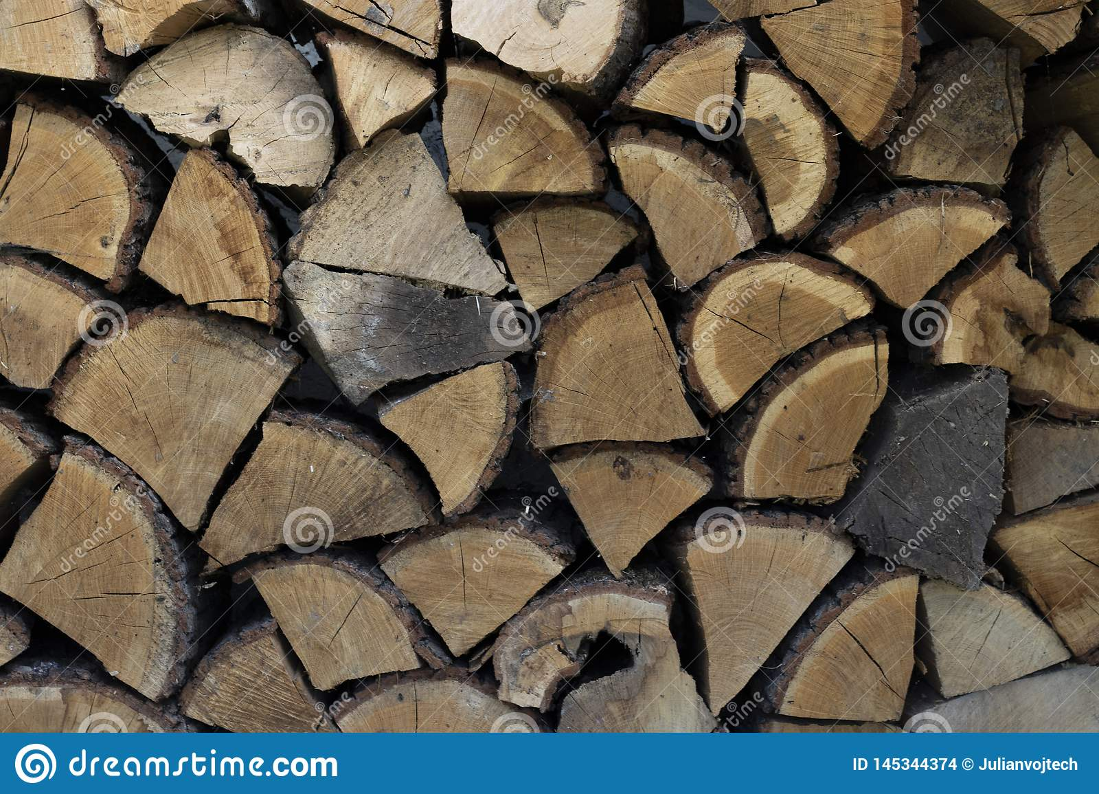 Bois de chauffage de mur, fond des rondins coup?s secs de bois de chauffage