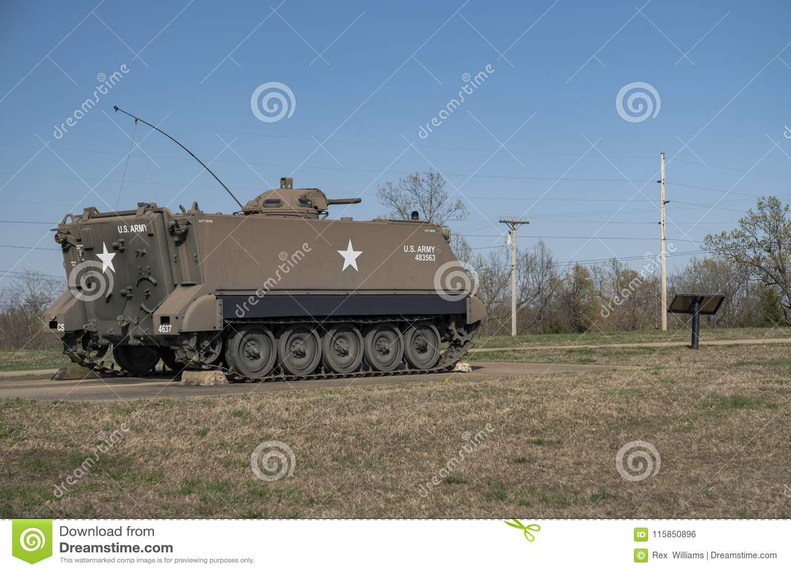 BOIS DE LÉONARD DE FORT, MOIS 29 AVRIL 2018 : Char d assaut de véhicule militaire