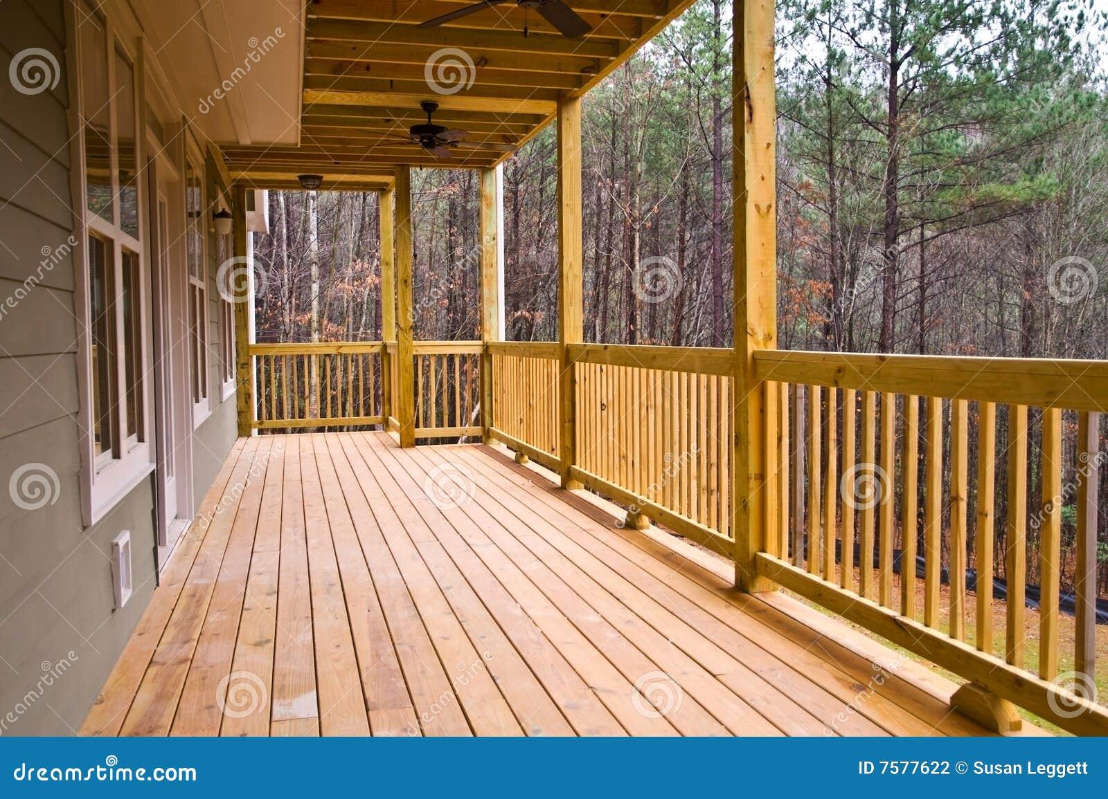 Porche Bois Maison bois de porche de maison de paquet photo stock - image du fini, home