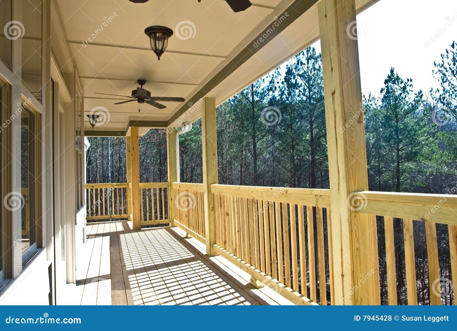 Porche Bois Maison bois de porche de maison de paquet photo stock - image du