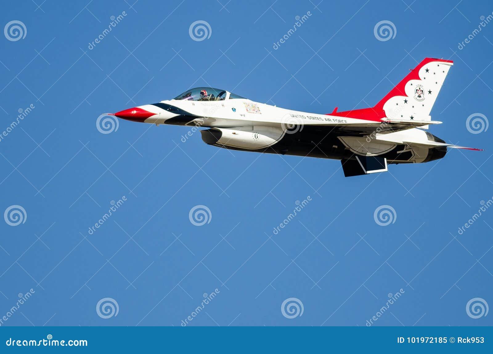 Boise, Idaho, usa † Październik 15, 2017 Stany Zjednoczone siły powietrzne thunderbirdy wykonuje przy Gowen Grzmią Airshow