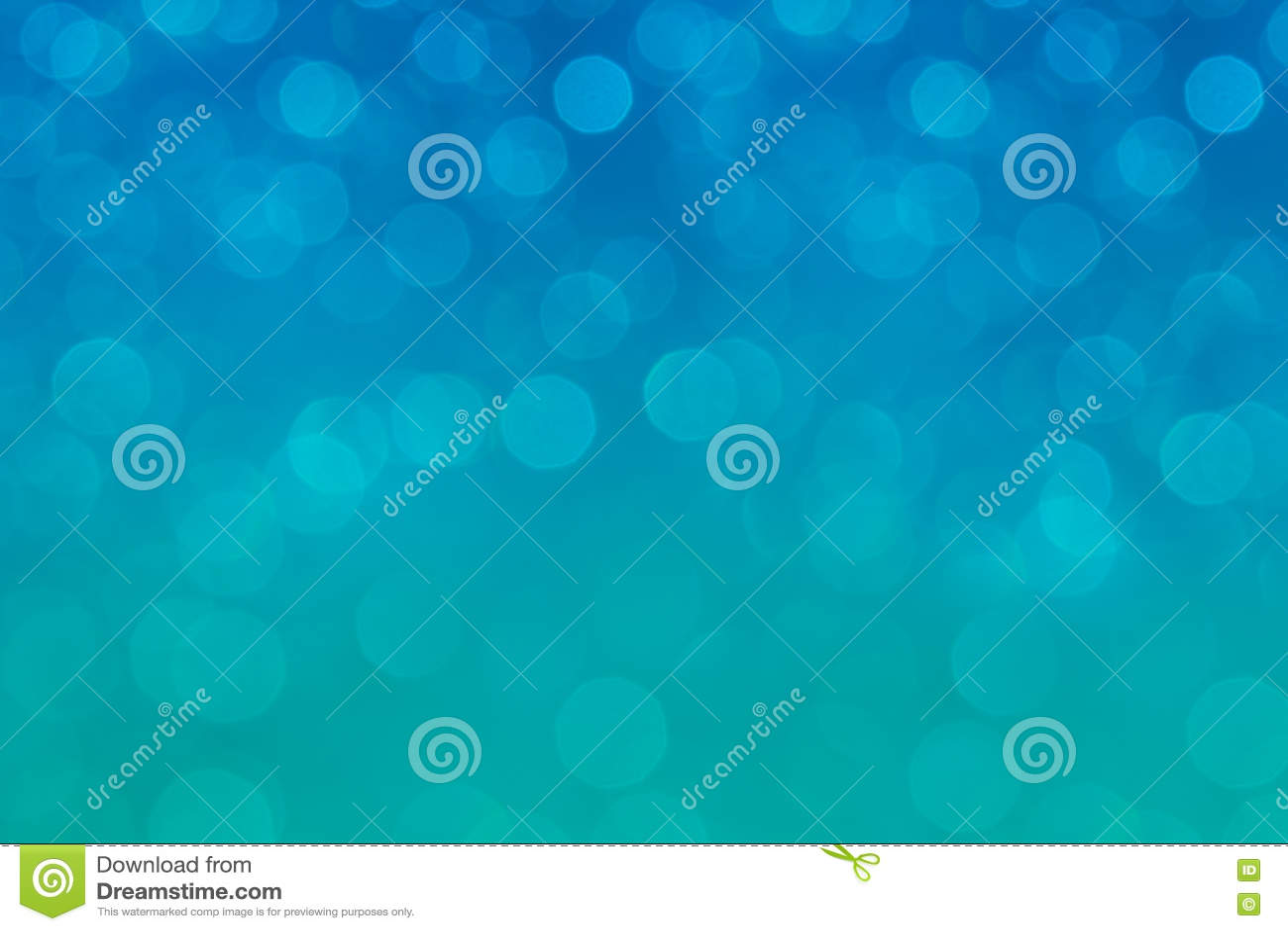 Bokeh软的淡色水色和蓝色背景与被弄脏的彩虹点燃