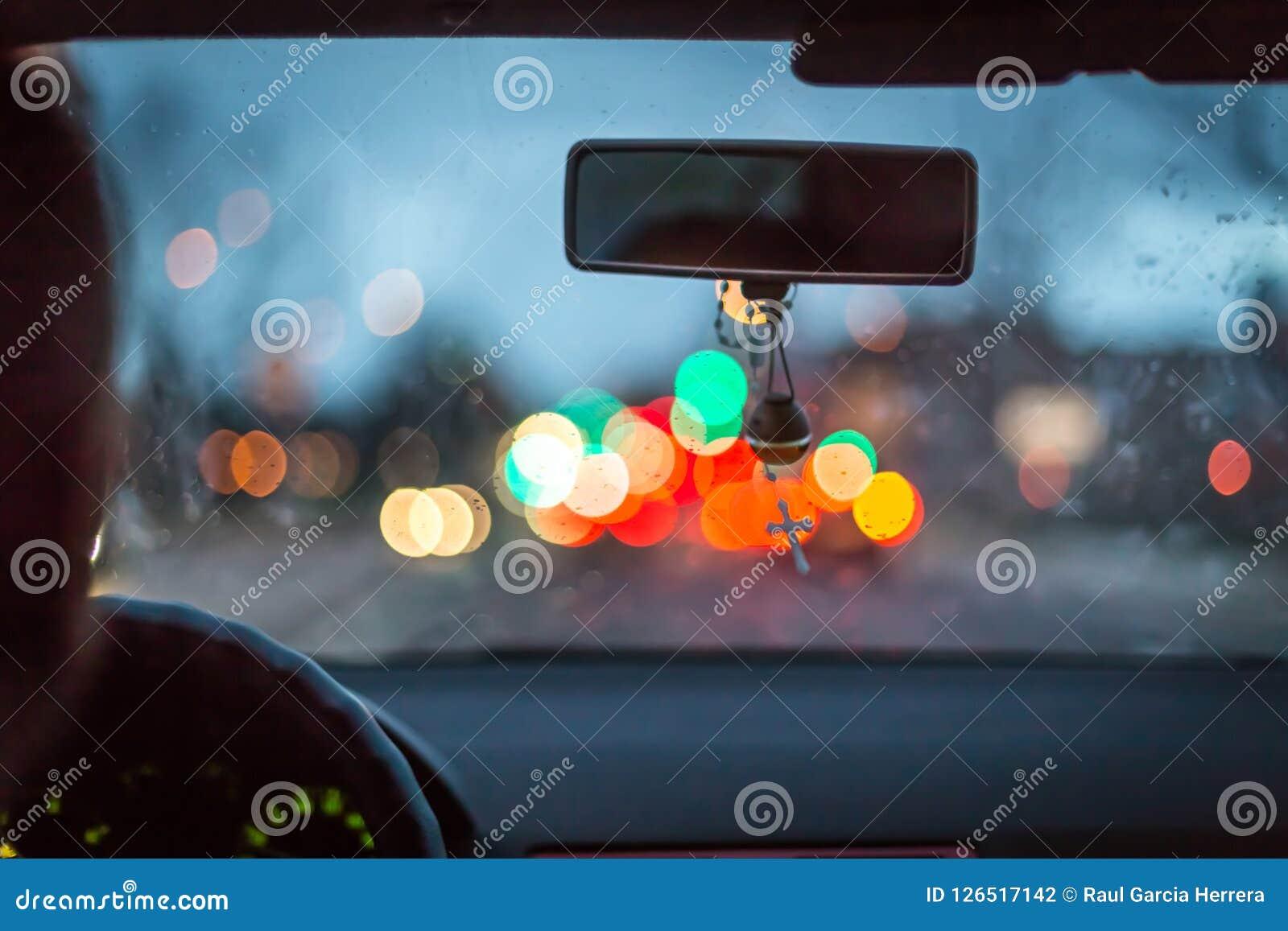 Bokeh beleuchtet vom Stau auf Nachtzeit für Hintergrund Unschärfebild