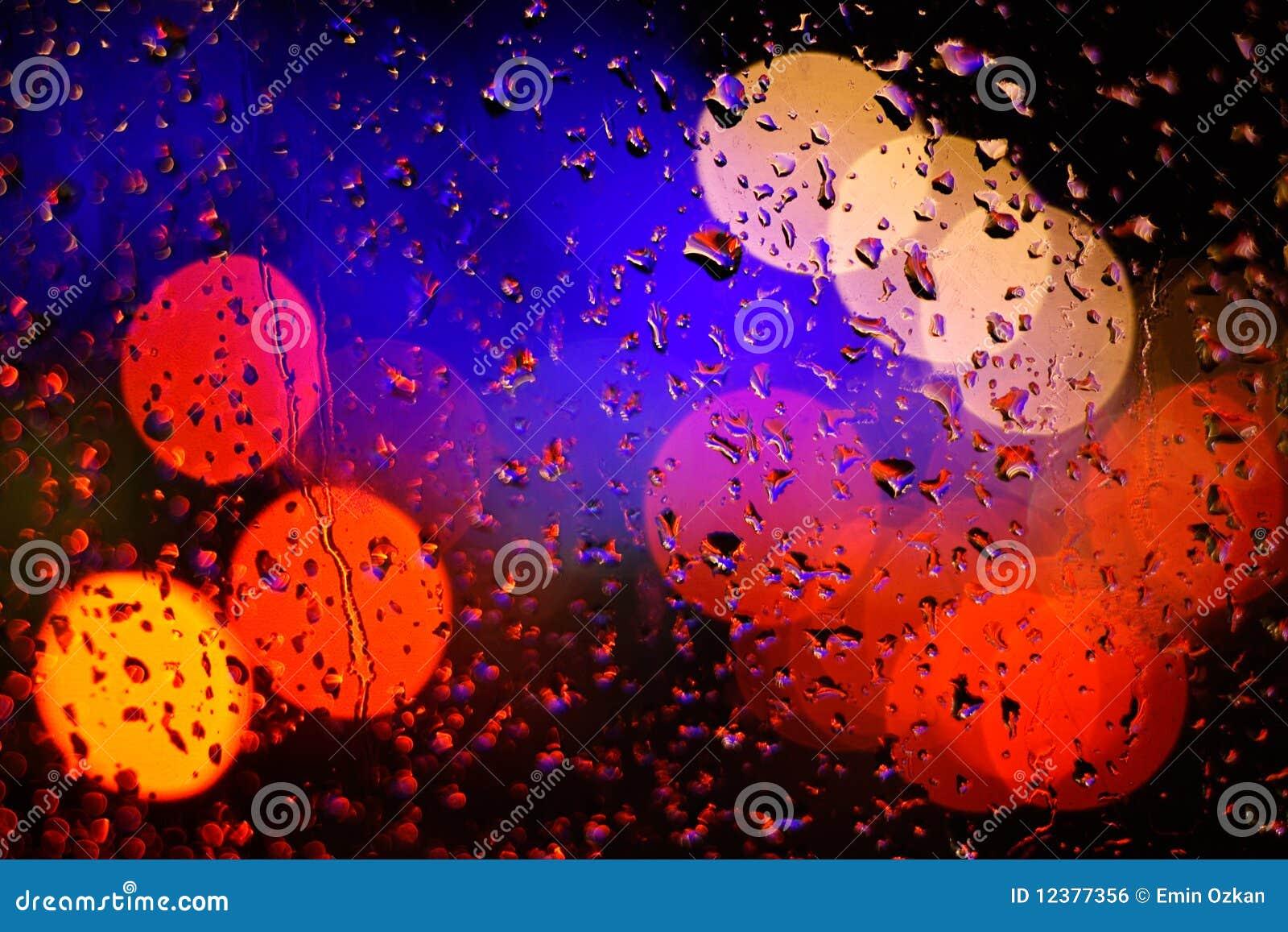 Bokeh e goccia di pioggia