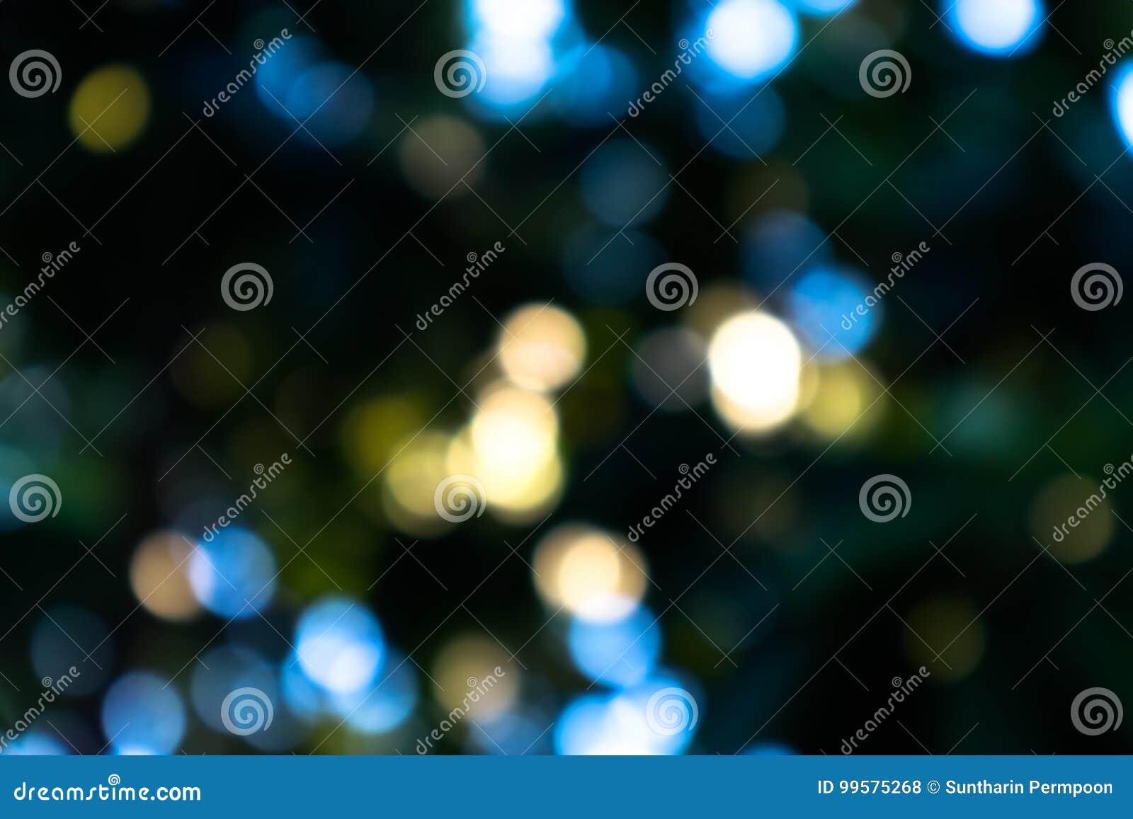 Bokeh liście i światło słoneczne na czarnym tle