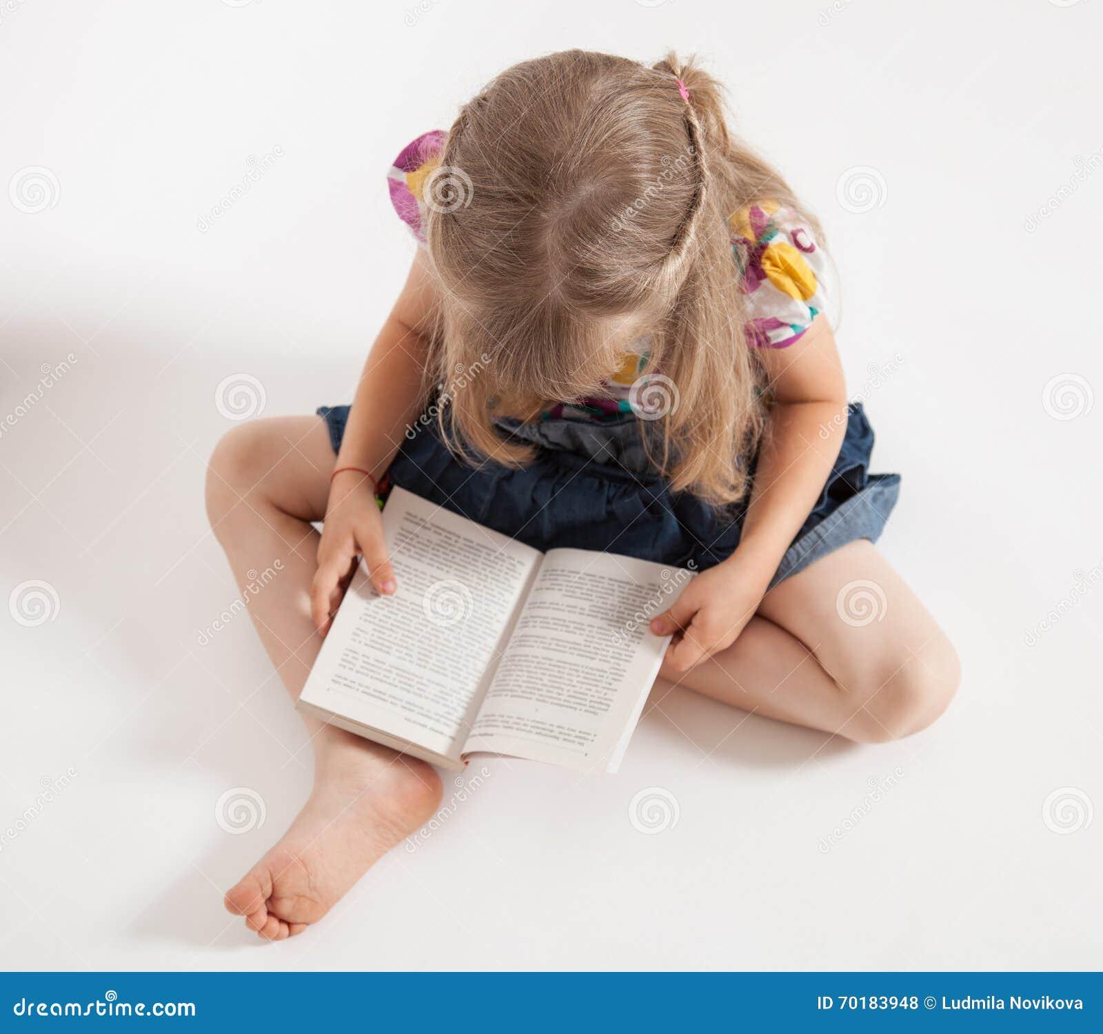Bokflicka little avläsning
