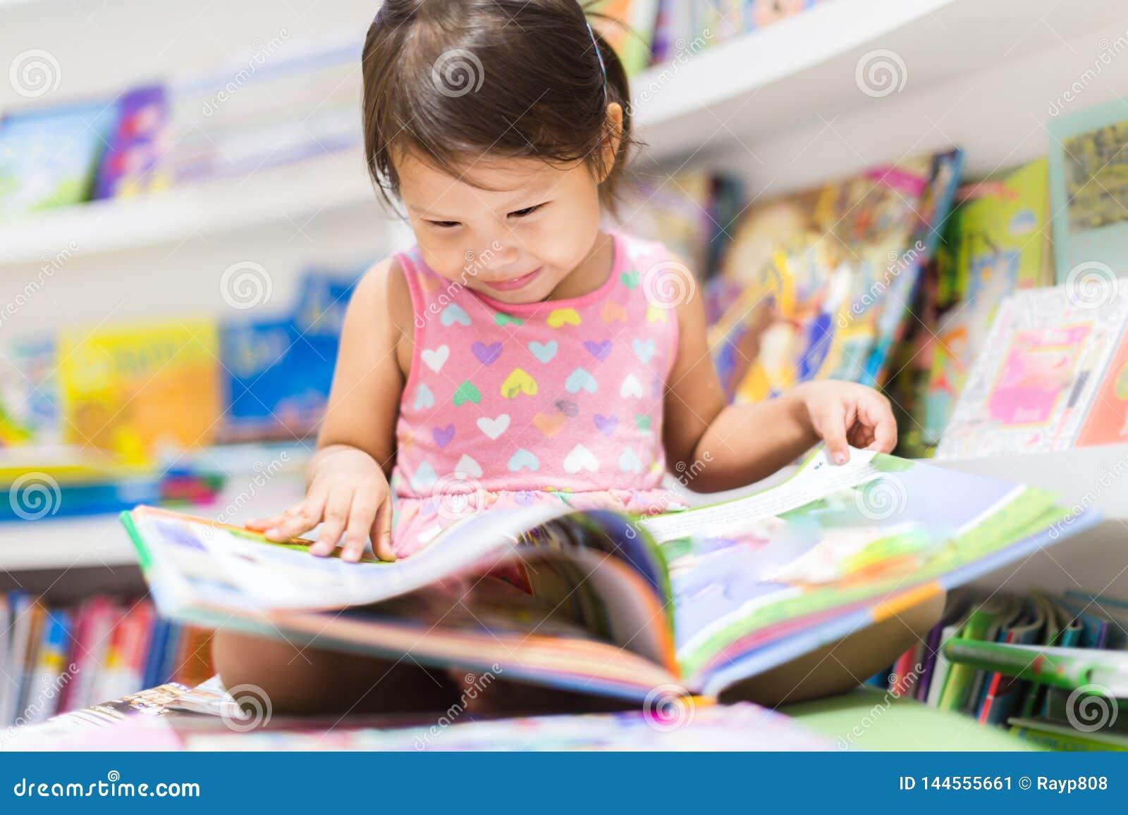 Bokflicka little avl?sning Utbildning