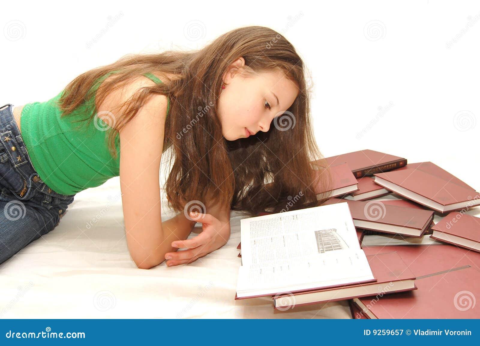 Bokflickan läser tonåringbarn