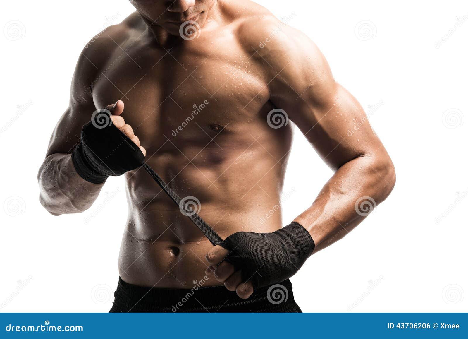 Bokserski opakowanie jego ręki, przygotowywać walczyć, isolat