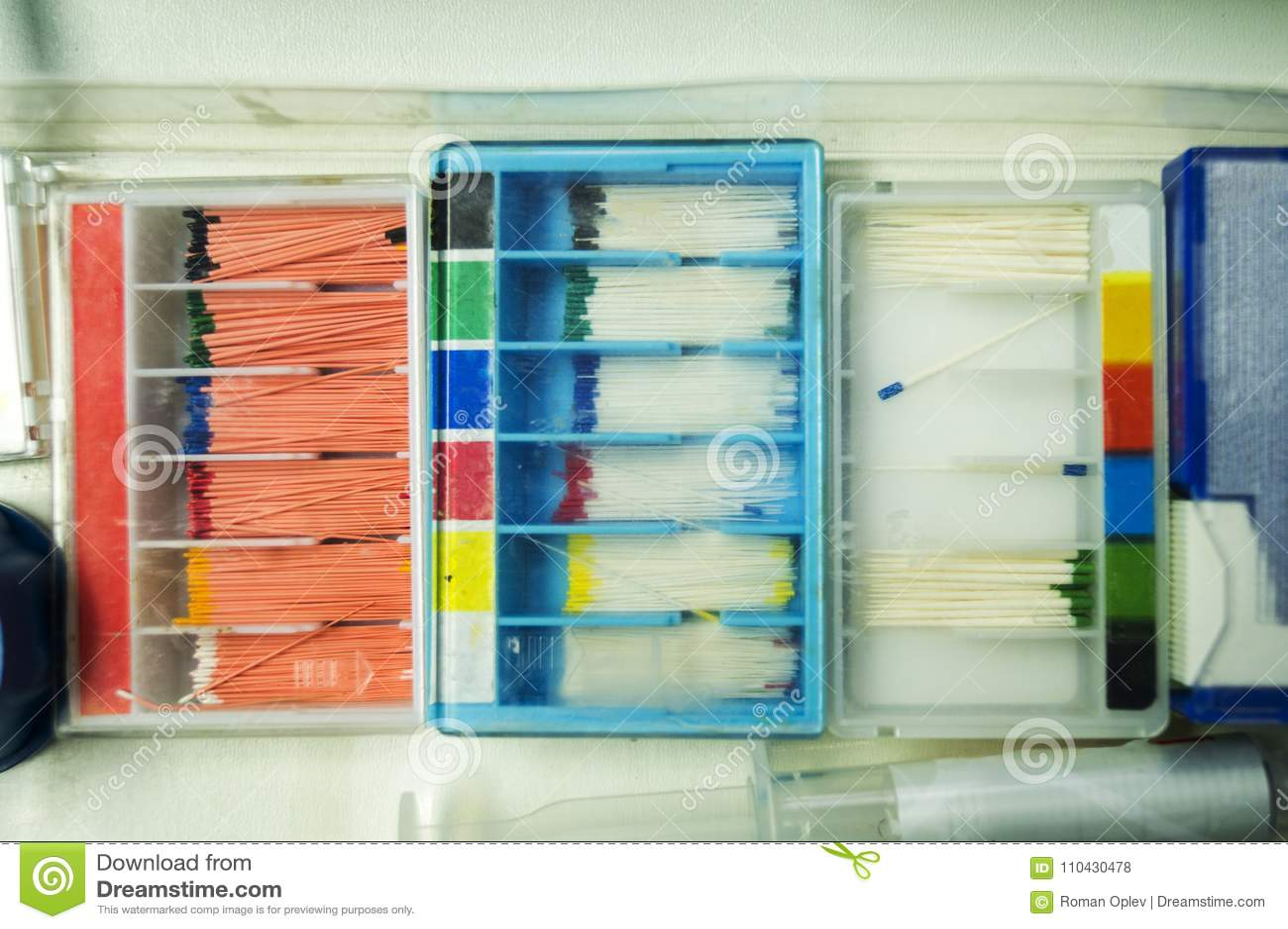 Boksuje z setem stomatologiczne szpilki różnorodni rozmiary