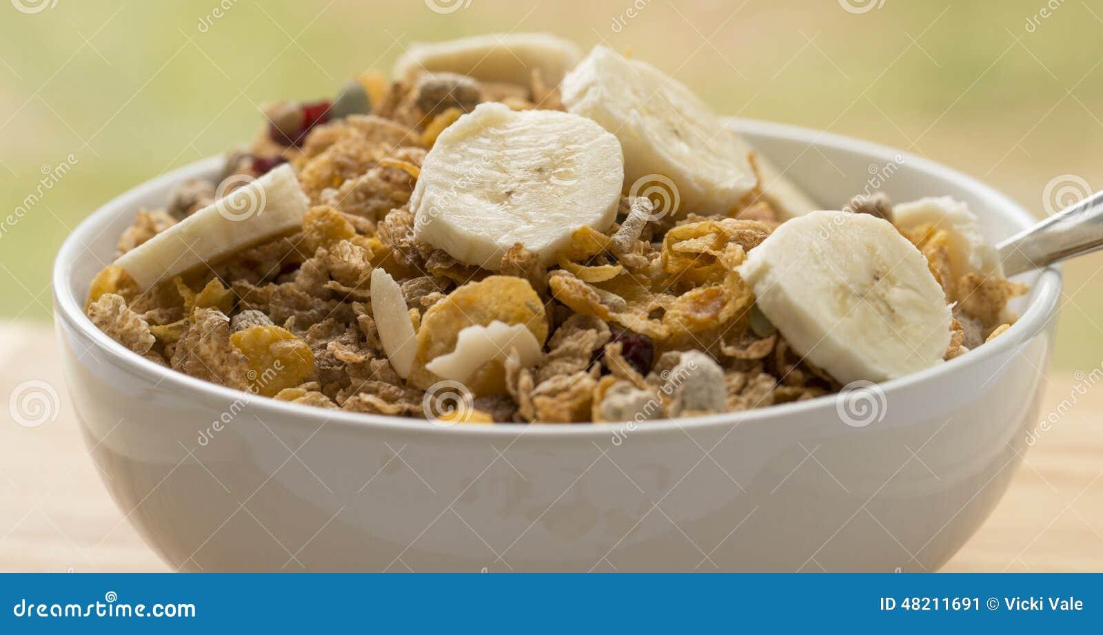 Bol de c r ale de petit d jeuner avec des tranches de banane photo stock im - Bol petit dejeuner original ...