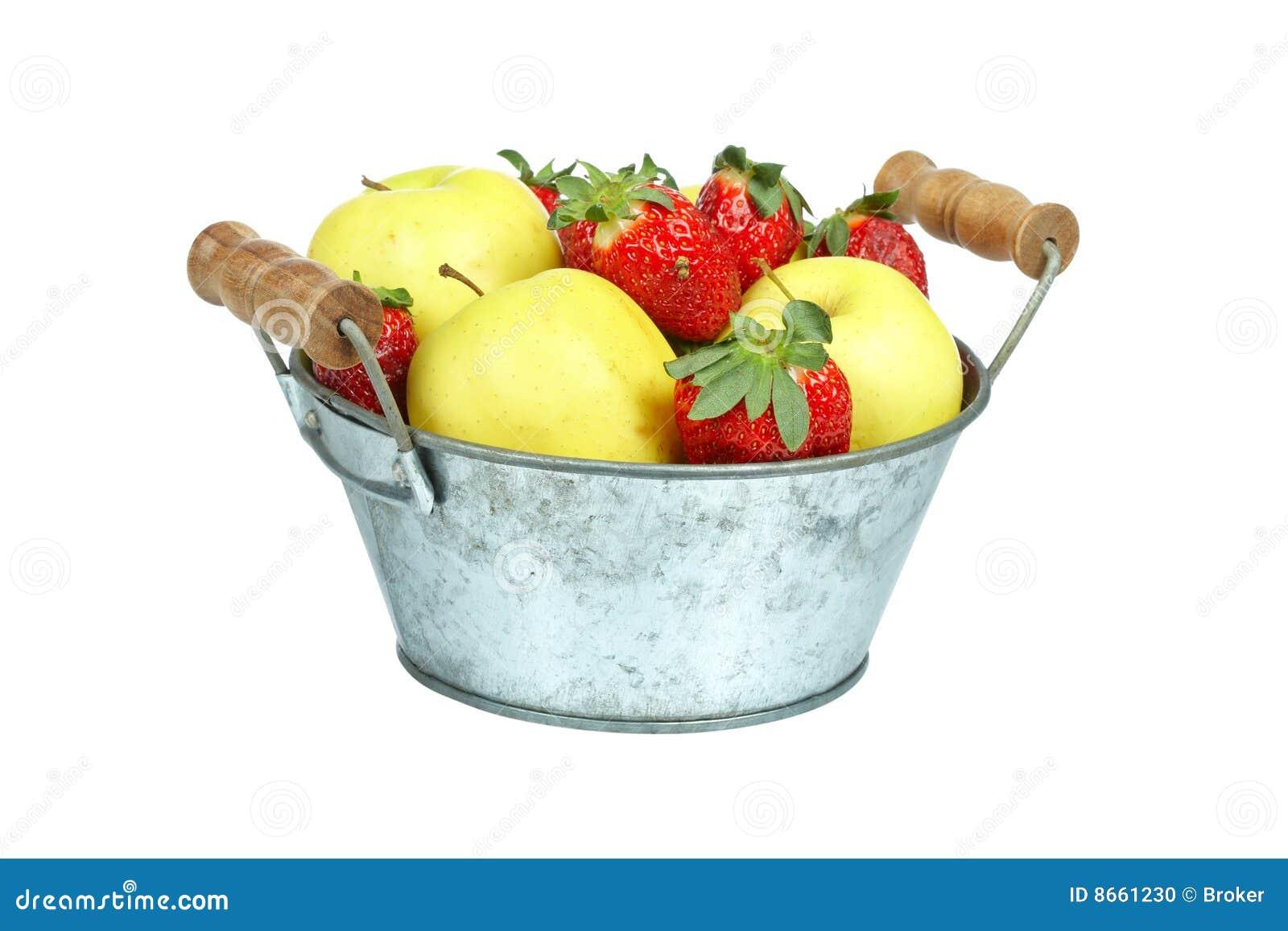 Bol de fraises et de pommes