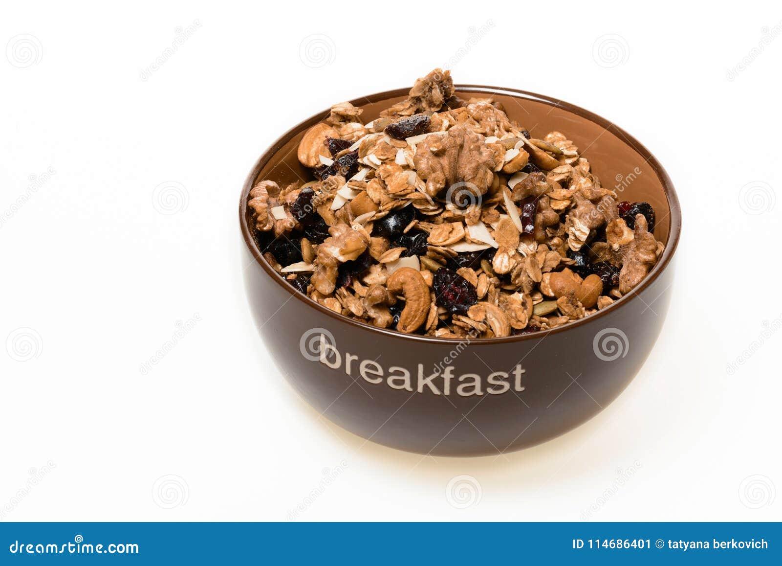 Bol de granola entière de grain d isolement sur le fond blanc