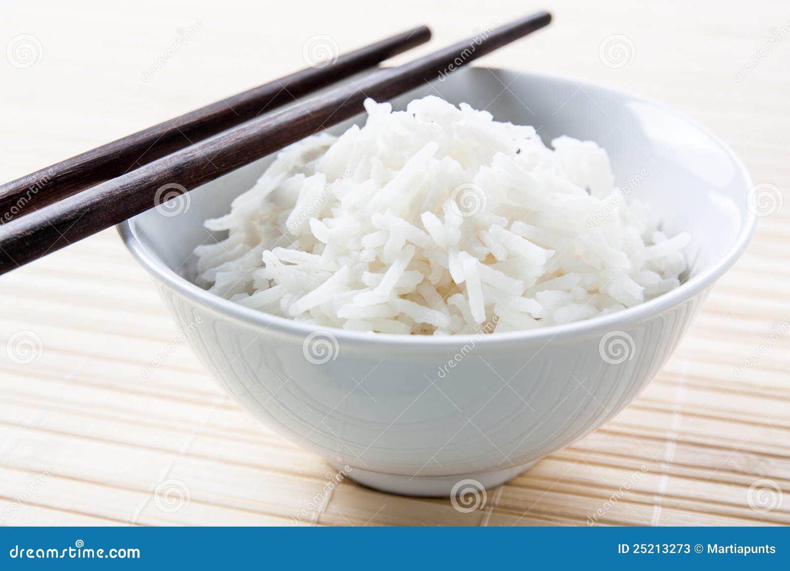 bol de riz grain long avec des baguettes photos stock. Black Bedroom Furniture Sets. Home Design Ideas