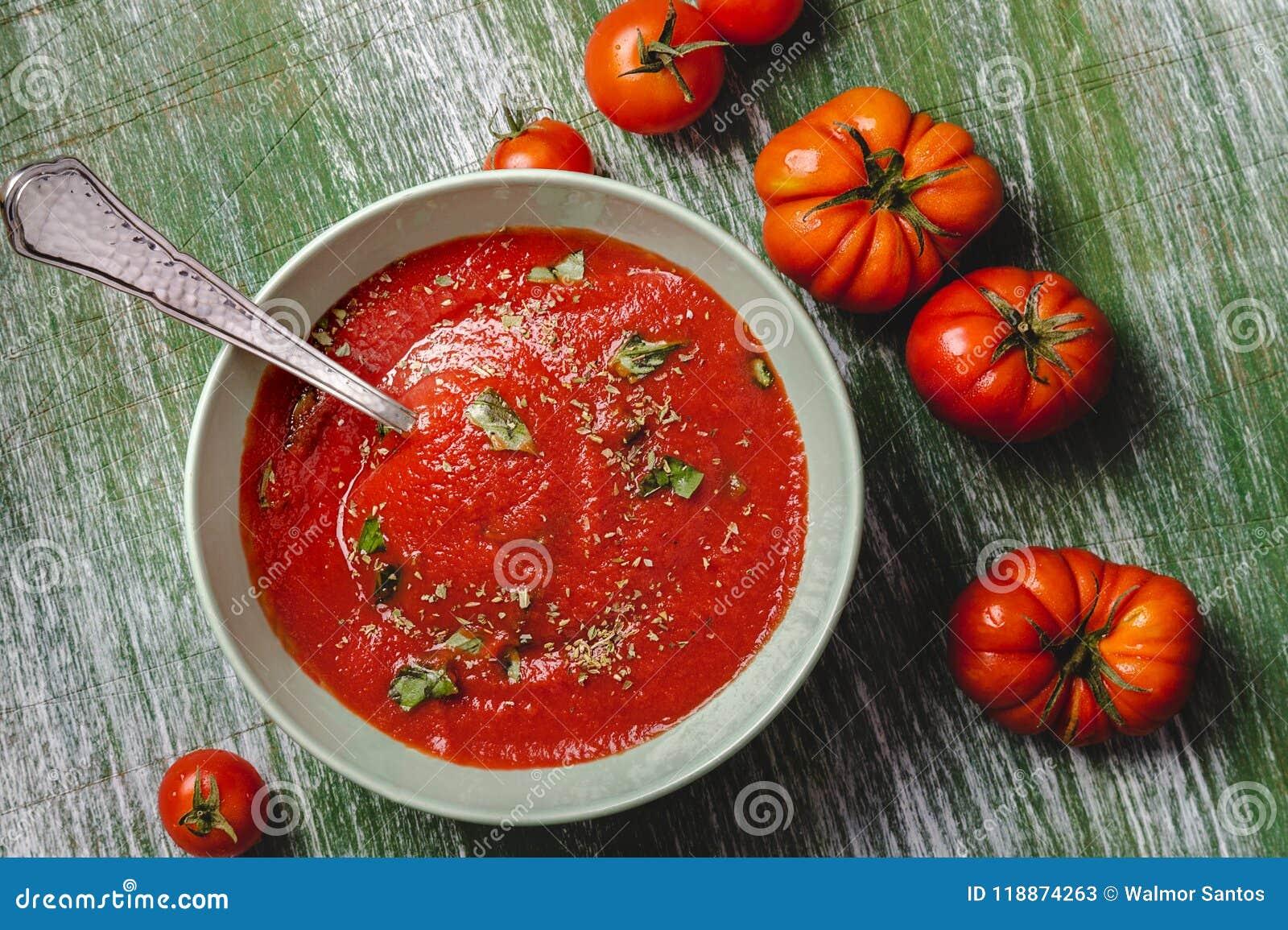 Bol de soupe à tomate