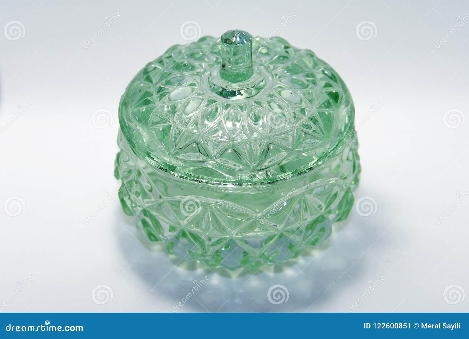 Bol de vidrio verde muy viejo