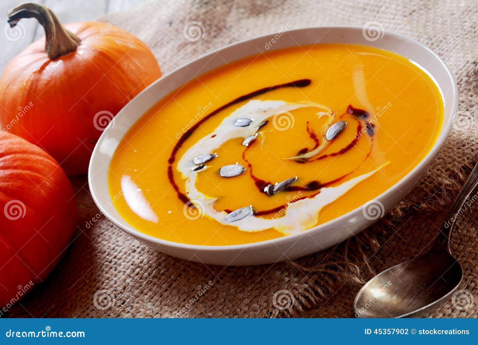 Bol fait maison crémeux de soupe à potiron