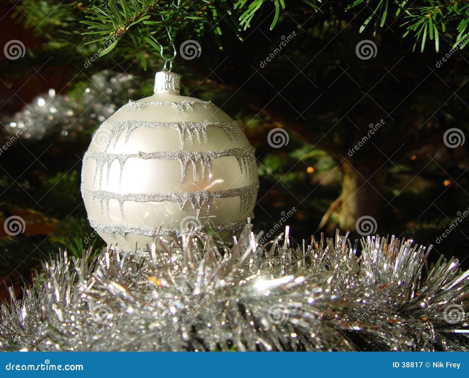 Download Bola 2 de la Navidad imagen de archivo. Imagen de bolas - 38817