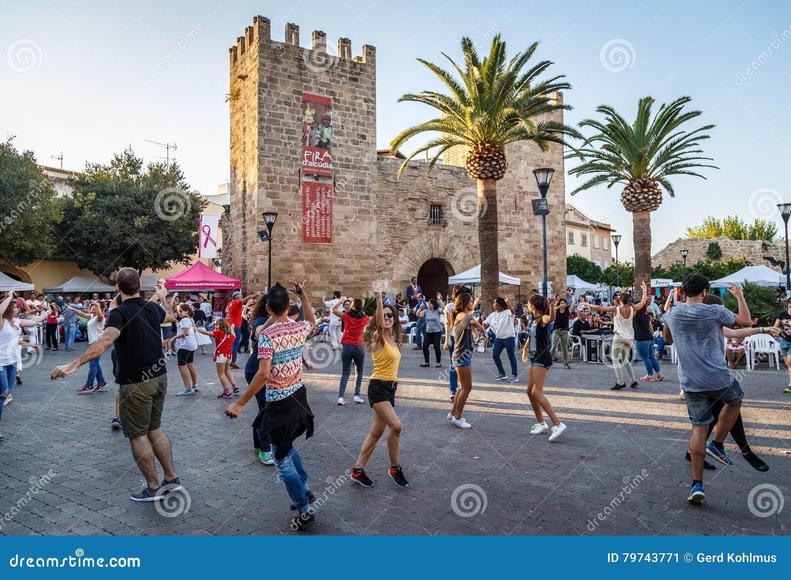 Bola de bot de la danza tradicional en Alcudia, Mallorca