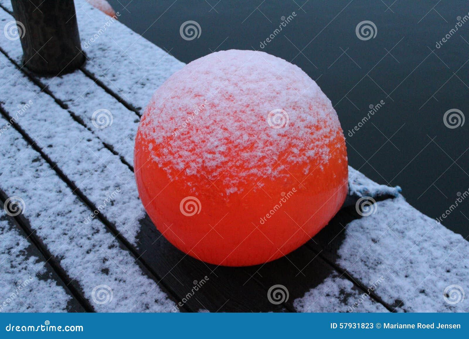 Bola vermelha pouco porto Dinamarca