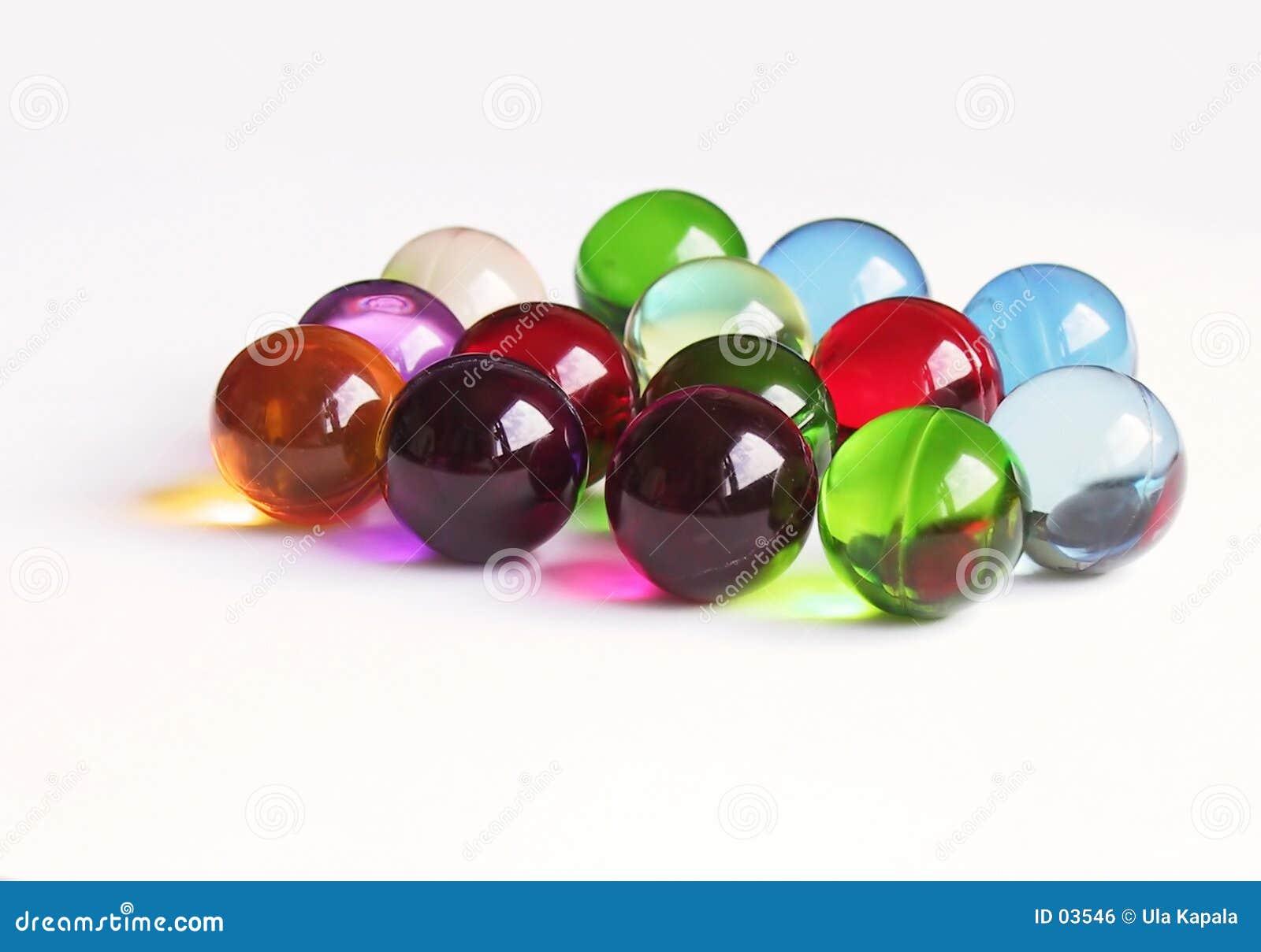 Bolas coloreadas del baño