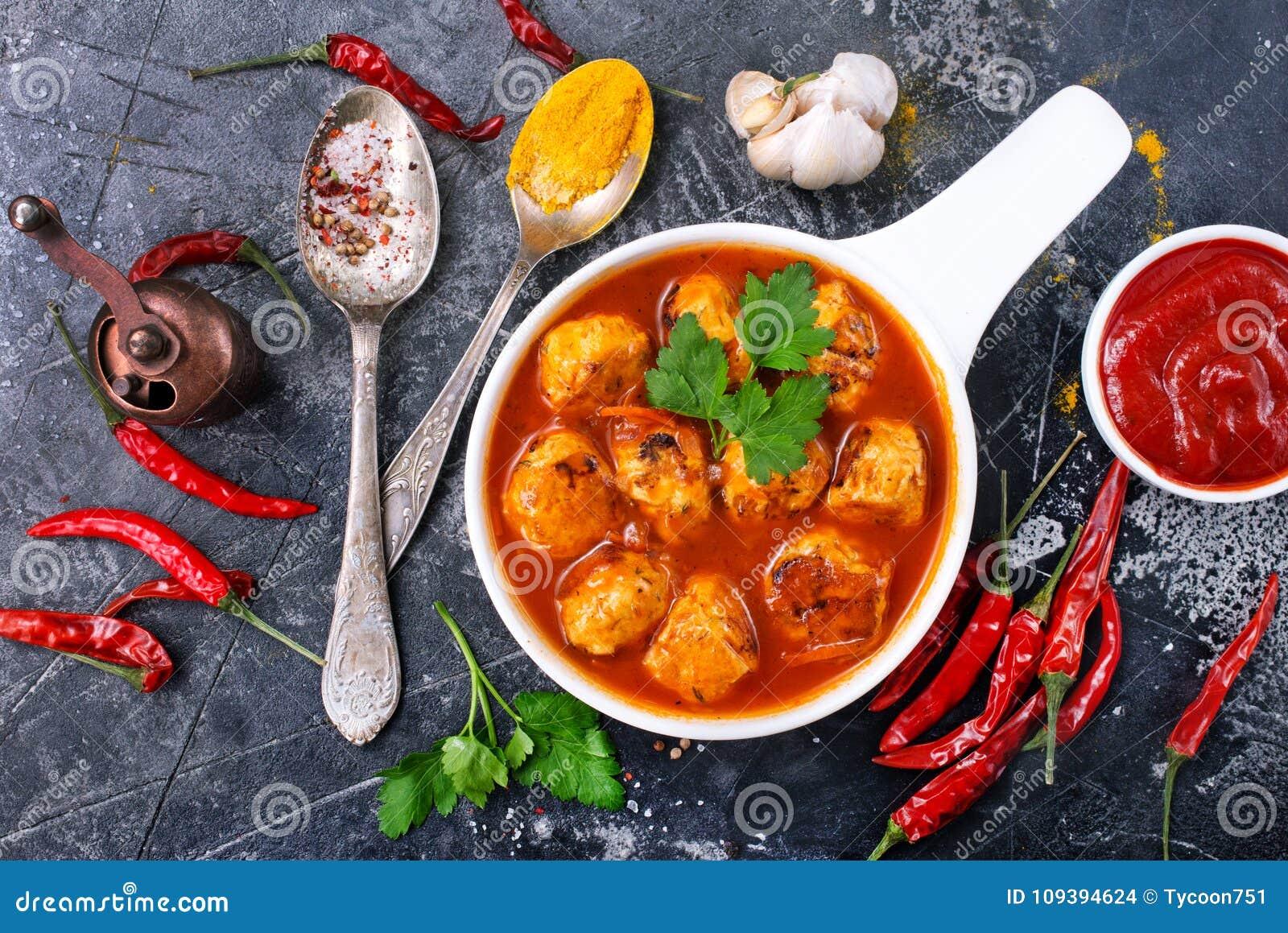 Bolas de carne con la salsa