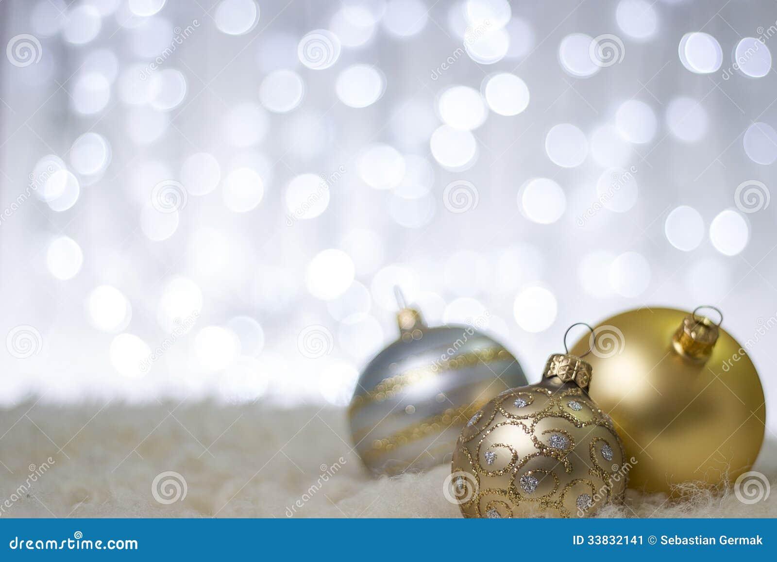 Bolas de la Navidad del oro