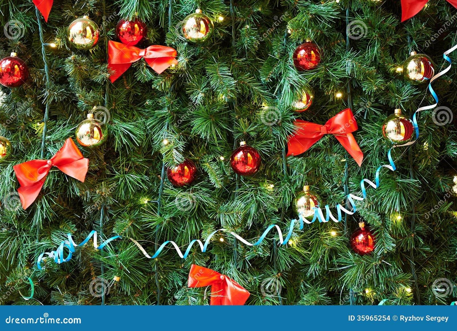 Bolas de la Navidad en el árbol de navidad