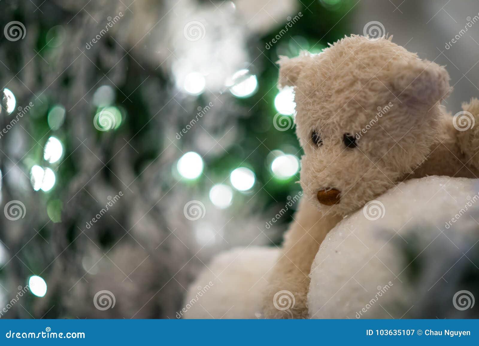 Bolas De Nieve De Los Abrazos De Oso De Peluche Con El árbol De
