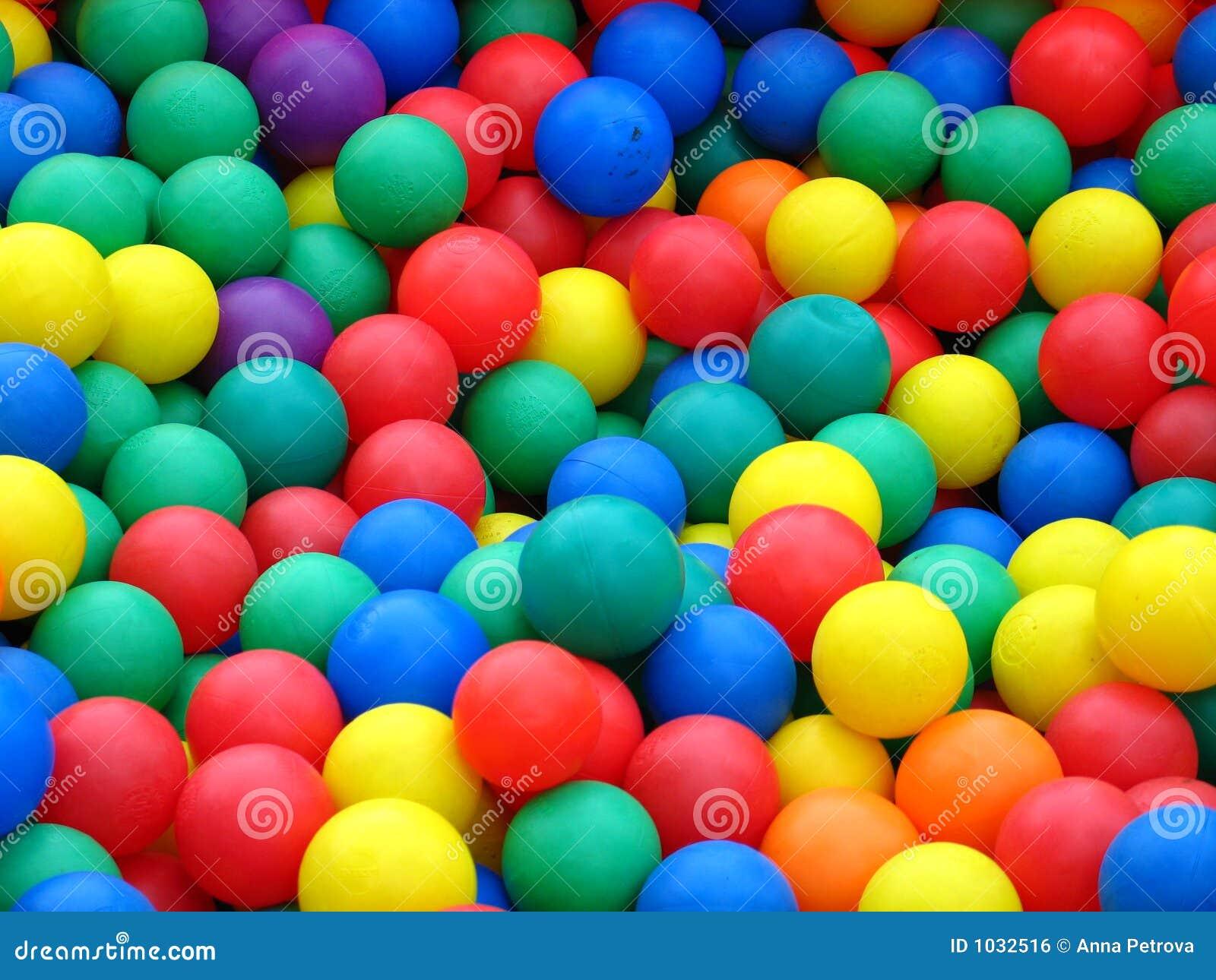 Bolas plásticas en diversos colores
