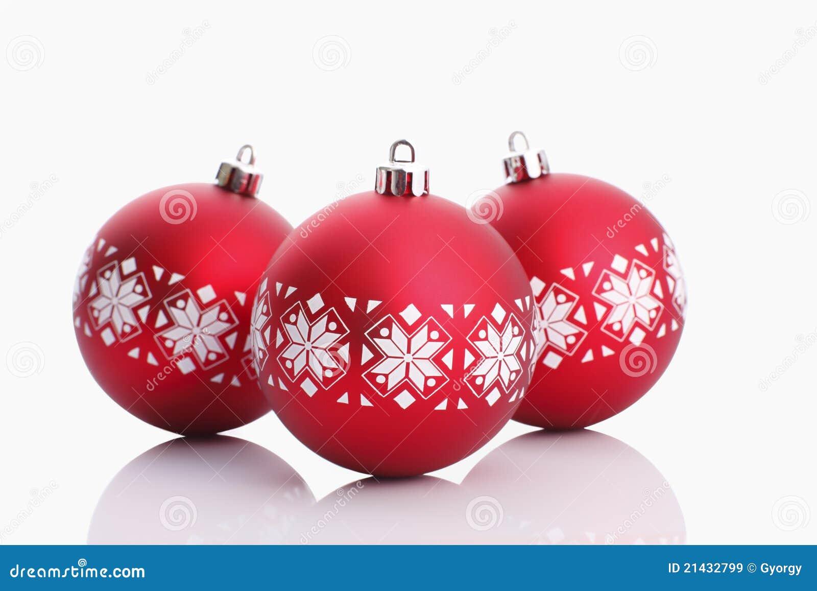 Bolas rojas de la navidad aisladas en blanco im genes de - Bolas de navidad rojas ...