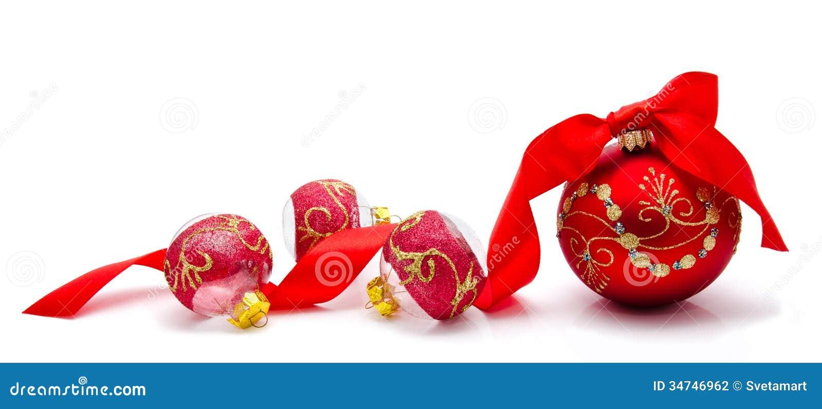 Bolas rojas de la navidad con la cinta aislada en un - Bolas de navidad rojas ...