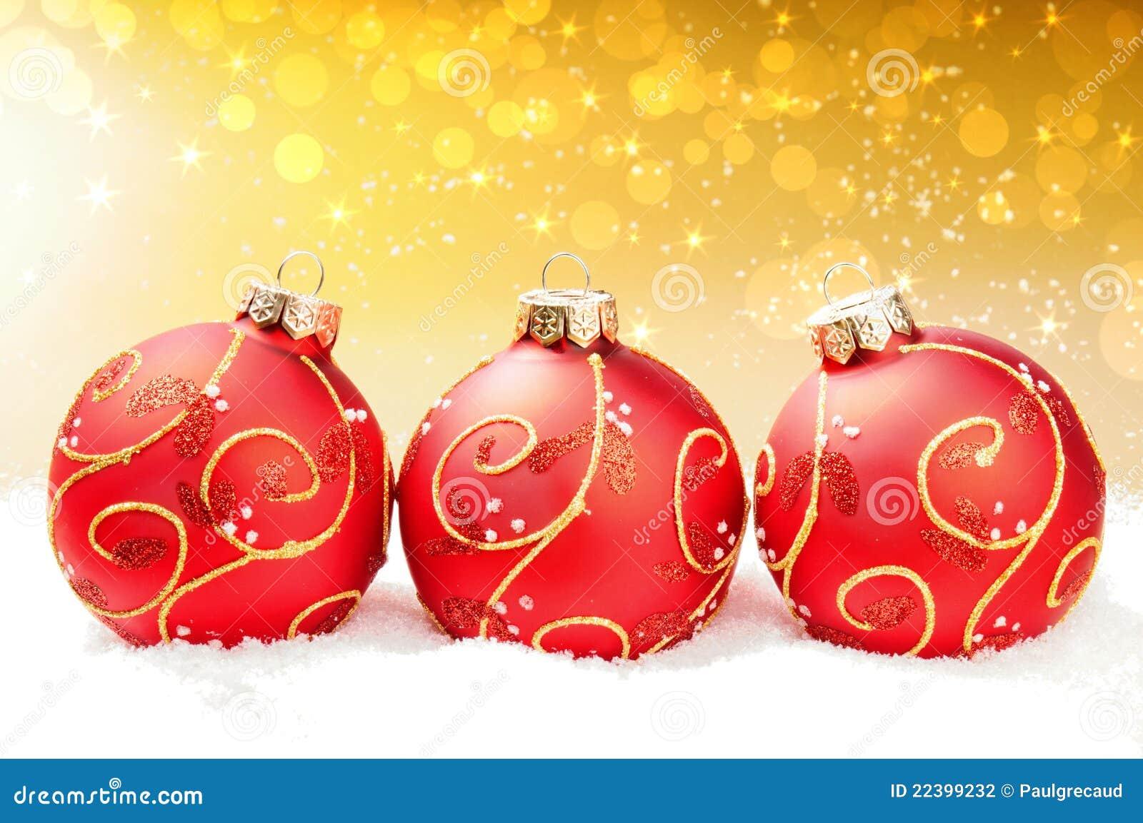 Bolas rojas de la navidad en fondo abstracto festivo - Bolas de navidad rojas ...