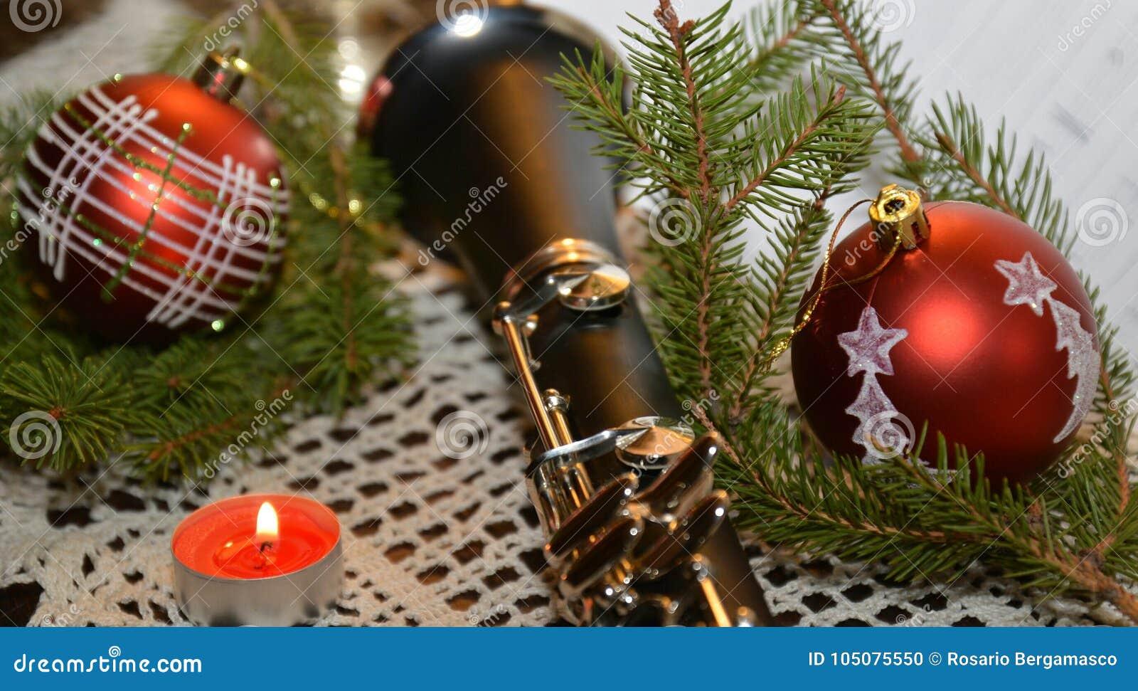 Feliz Navidad Clarinete.Bolas Y Clarinete De La Navidad Foto De Archivo Imagen De