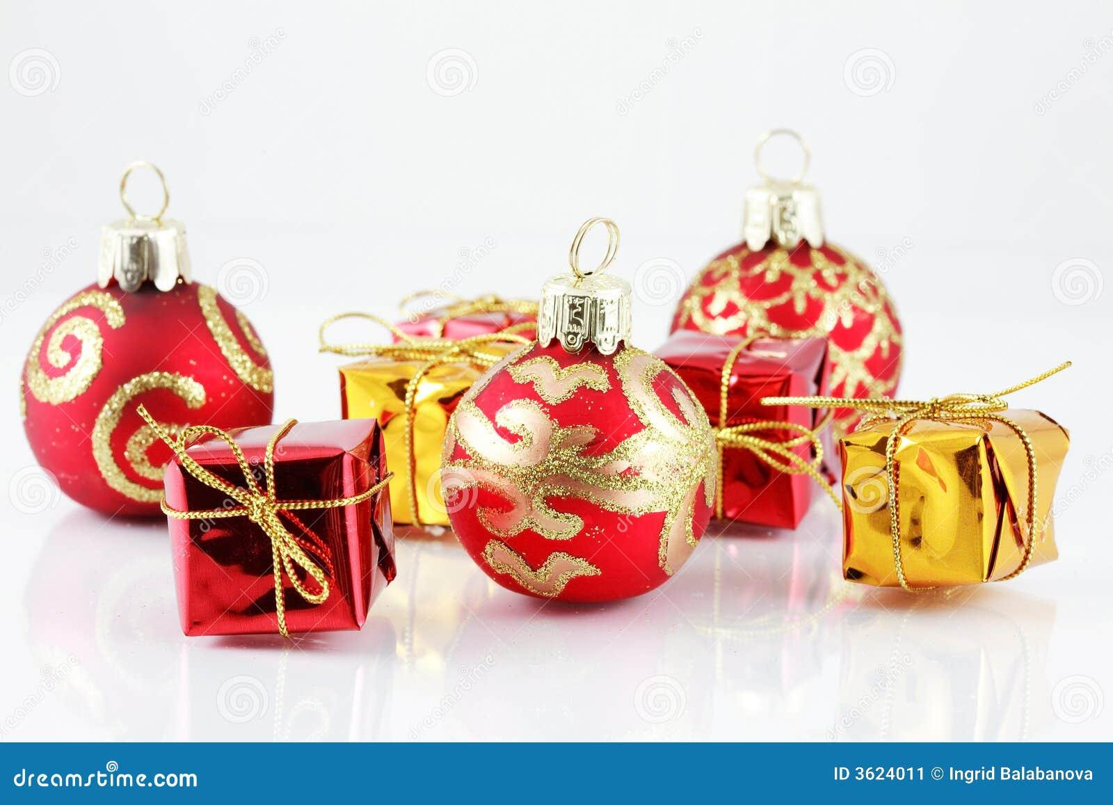 Bolas y regalos de la Navidad