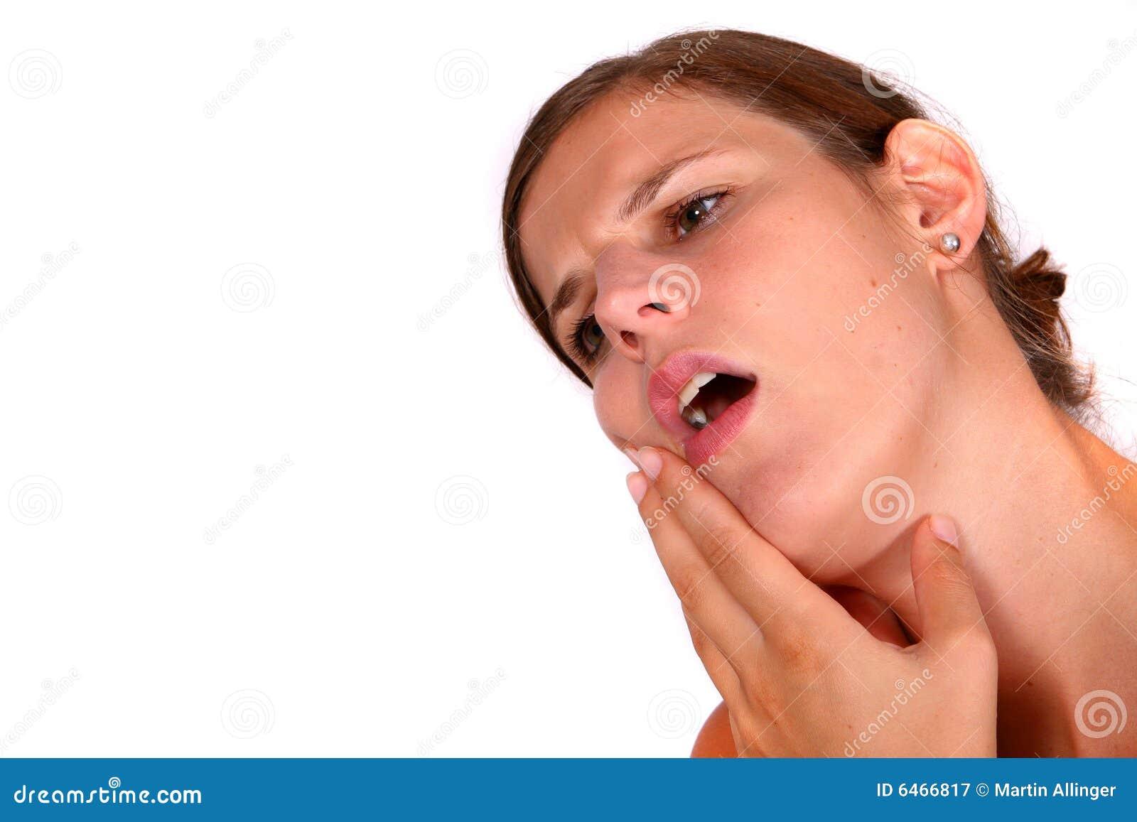 Boli mnie ząb dręczyć młode kobiety