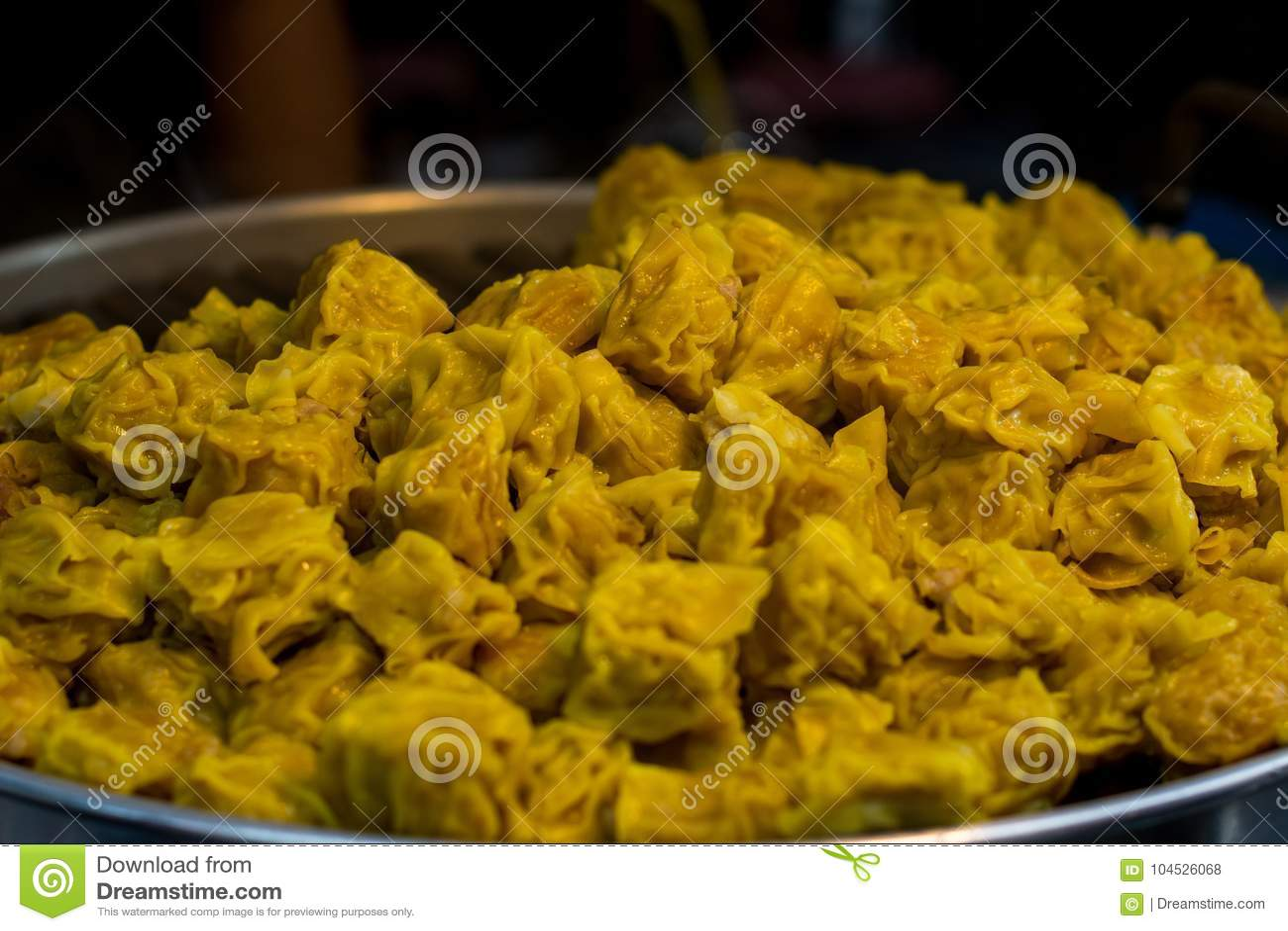 Bolinha de massa cozinhada chinês no navio