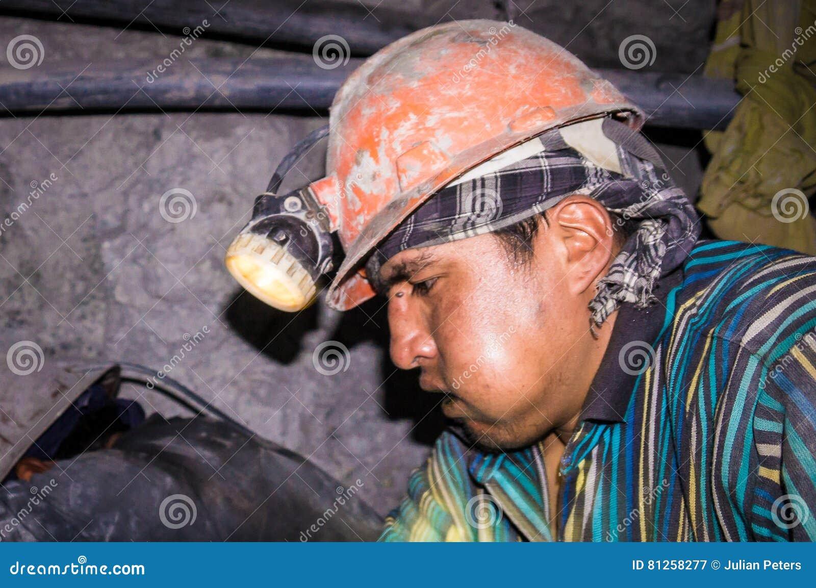 Bolivianischer Bergmann in Bergwerk Potosis Cerro Rico