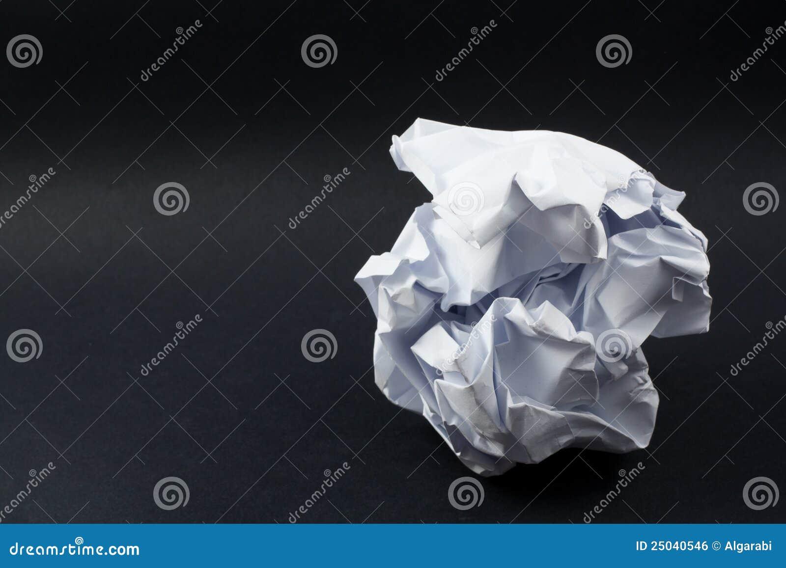 Boll skrynkligt papper
