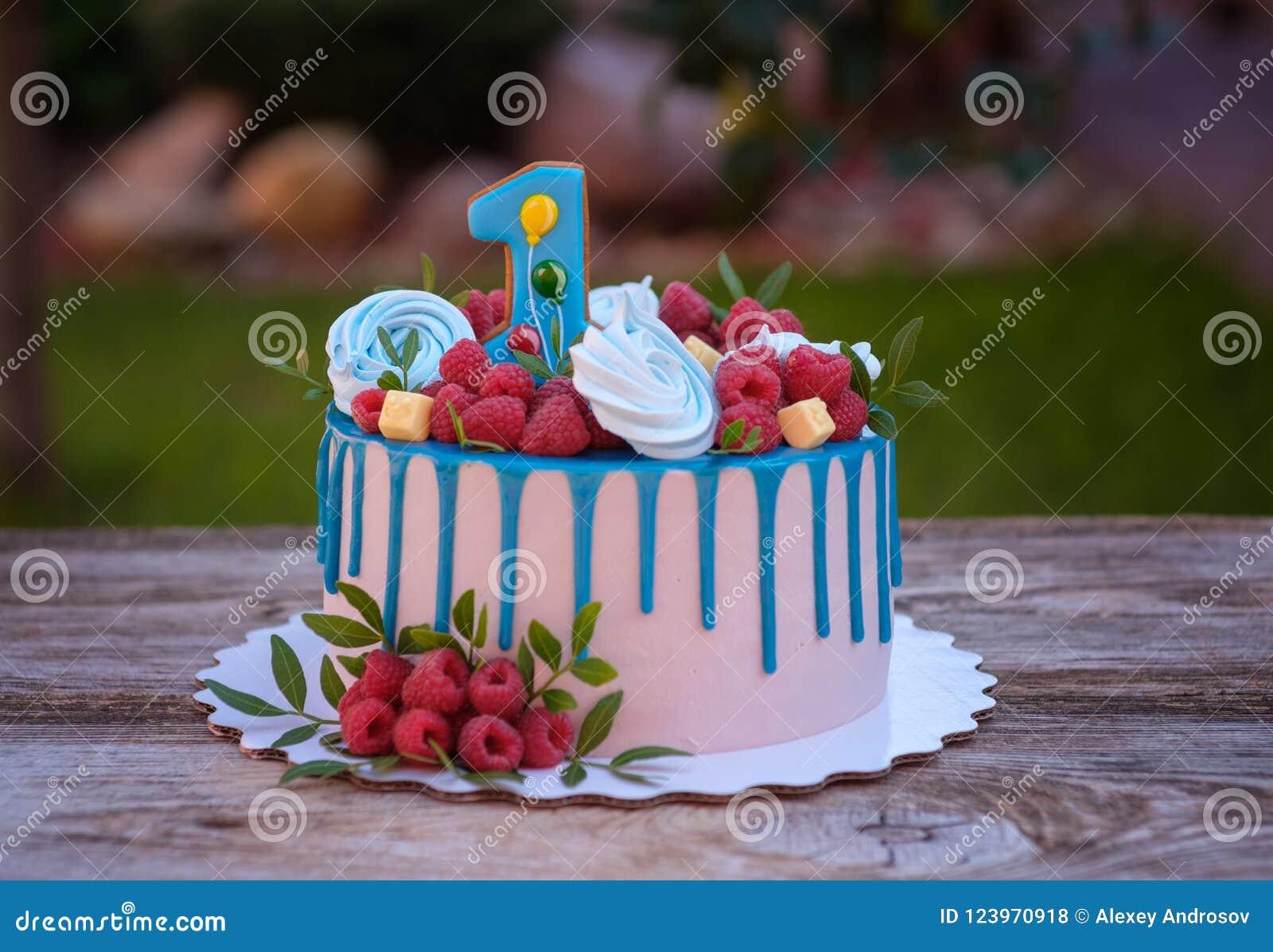 Bolo Bonito Com Número Um Para O Aniversário Foto De Stock Imagem